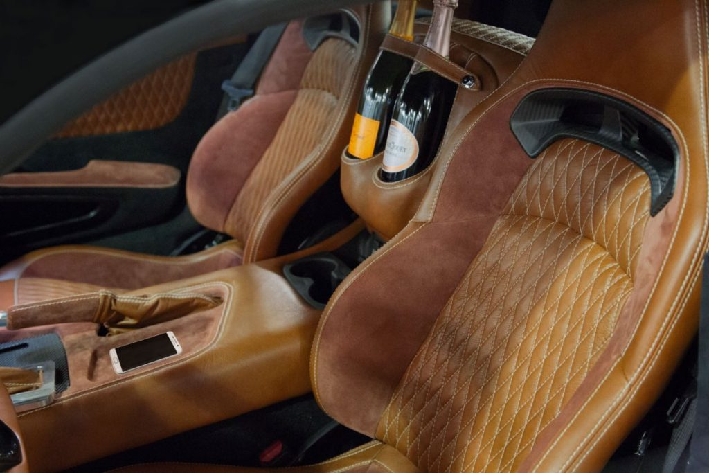 force-1-henrik-fisker-interieur